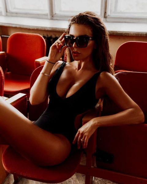 """""""Это пожар"""": Анна Седокова показала фигуру в черном боди (ФОТО)"""