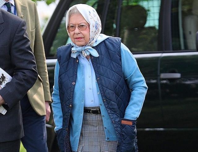 Королева Елизавета II в неофициальном образе посетила конный турнир (ФОТО)