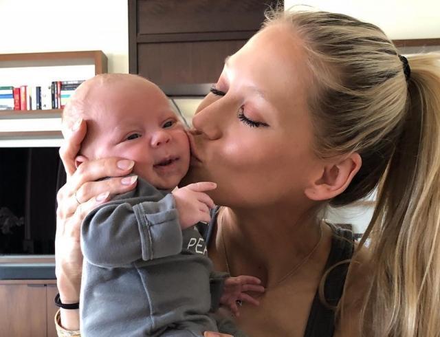 Анна Курникова показала забавный станцевала с дочкой Люси