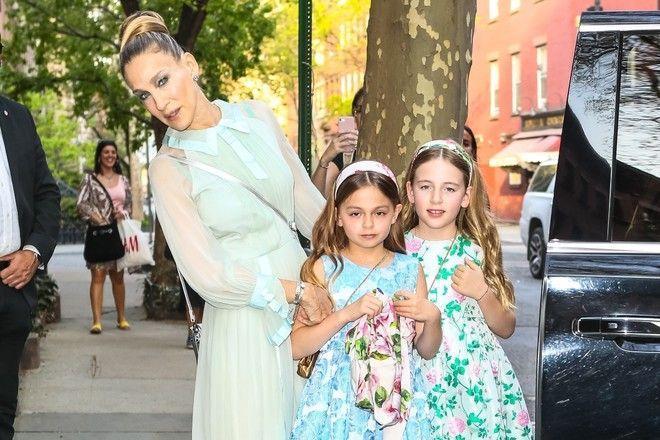 Стильные, как мама: Сара Джессика Паркер показала подросших дочек