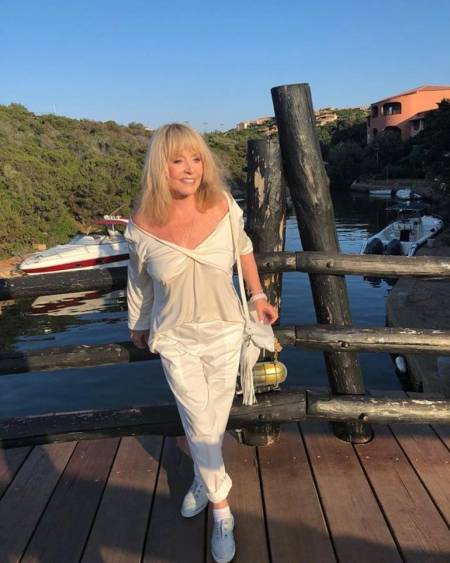 Lady in white: Максим Галкин показал красавицу-жену в стильном наряде (ФОТО)