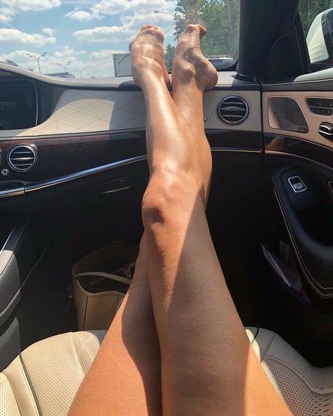 Не сосиски: Волочкова показала, как снимать ноги летом