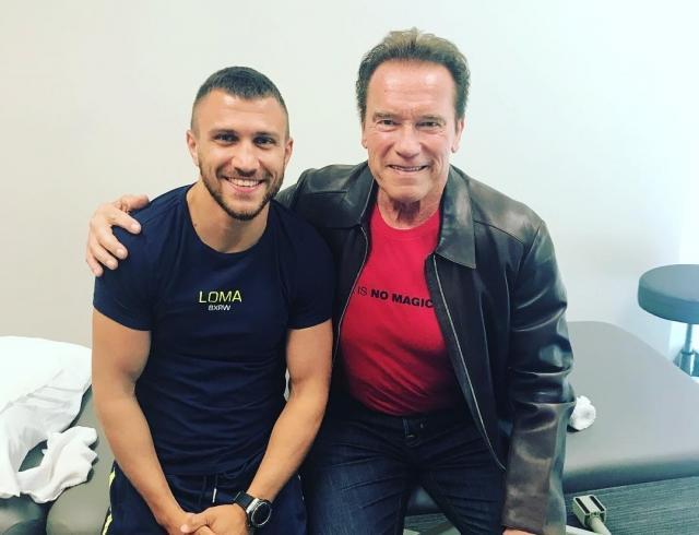 Арнольд Шварценеггер проведал украинского боксера Василия Ломаченко в больнице