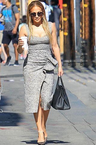Джей Ло надела платье, которое увеличивает попу и уменьшает грудь