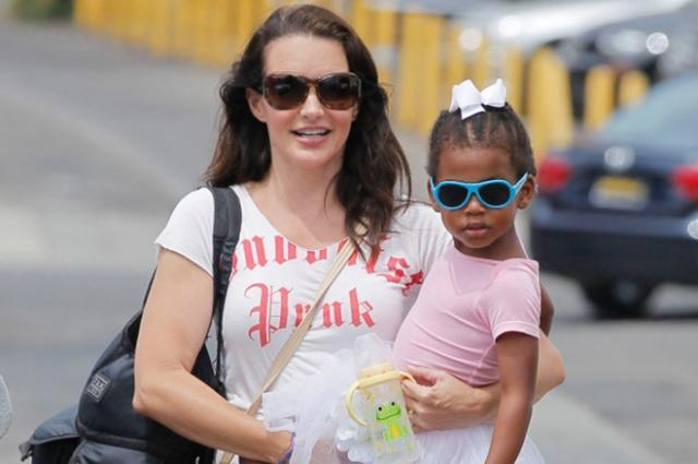 Как выглядит приемный сын Кристин Дэвис: смотри первое фото актрисы с малышом