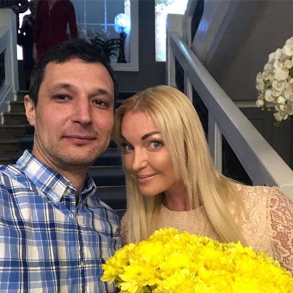 Волочкова бросила небогатого жениха ради нового мужчины
