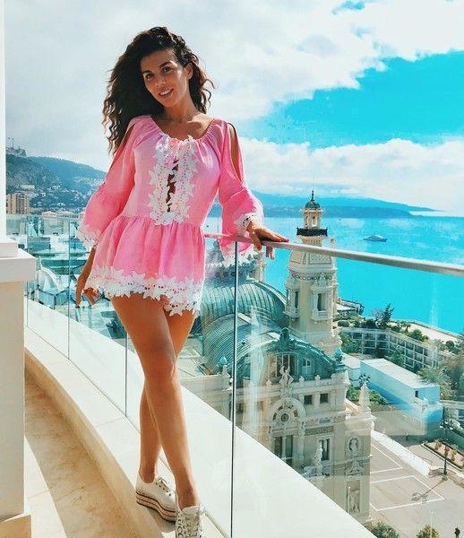 Не по возрасту: Седокова надела платье, как у первоклассницы