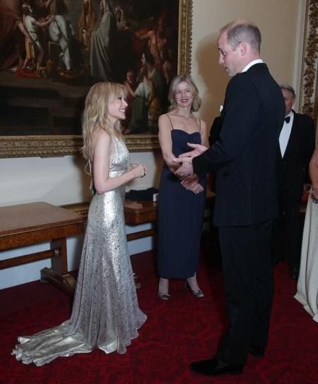 Кайли Миноуг в роскошном наряде побывала на приеме в Букингемском дворце (ФОТО)
