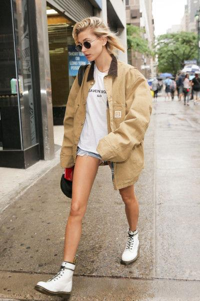 И она туда же: Хейли Болдуин показала ножки-палочки