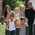 """Война продолжается: Брэд Питт запретил детям сниматься с мамой в """"Малефисенте-2"""""""