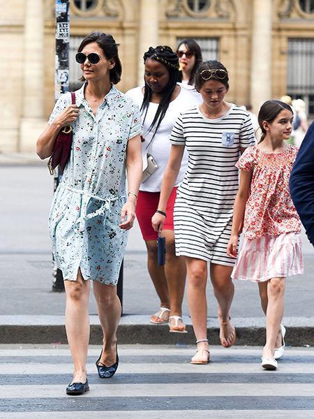 Парижский шок: Кэти Холмс в мятом платье и стоптанных балетках