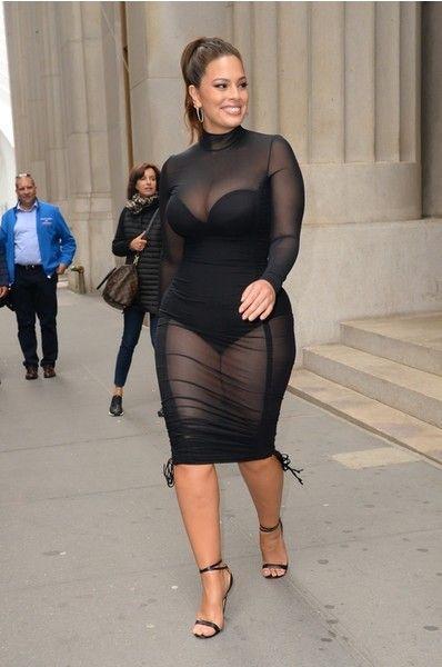 Эшли Грэм уже не влезает в прежнюю одежду