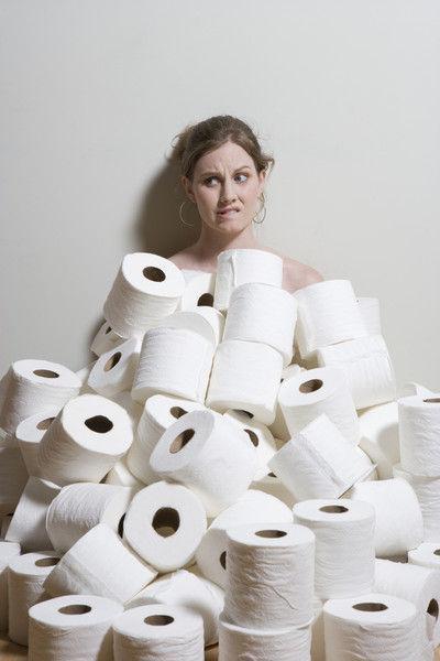 Эксперты выясняют, можно ли на самом деле смывать туалетную втулку