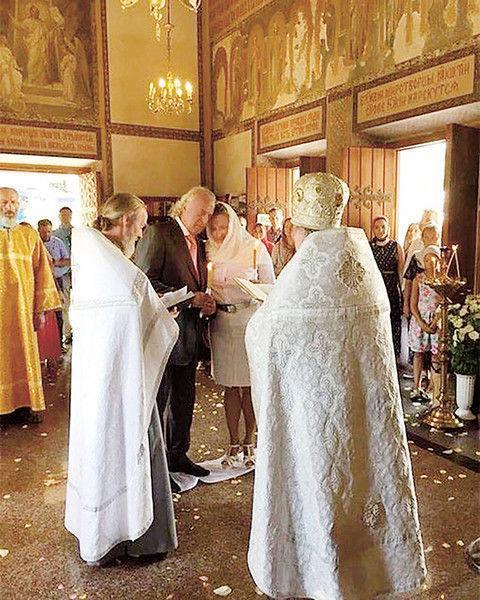Илья Резник обвенчались с женой после более 20 лет брака
