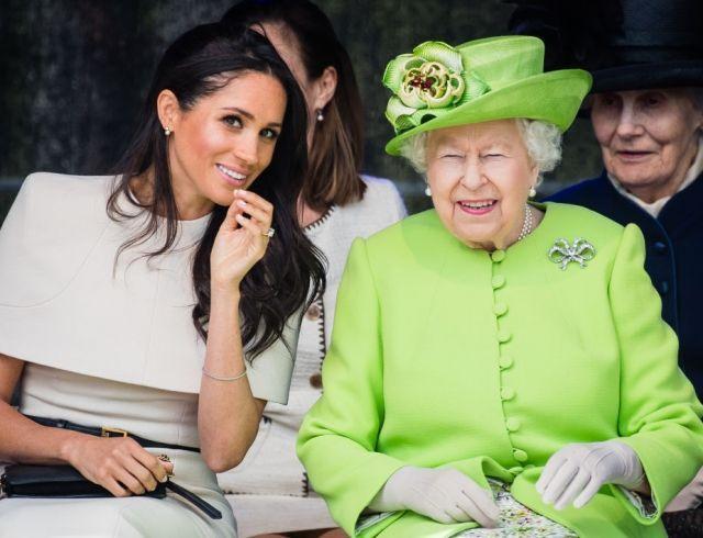 Елизавета II поддержала Меган Маркл в конфликте с неугомонным отцом