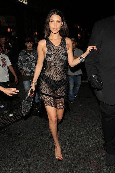 «Голое» платье Линдси Лохан открыло прохожим все ее прелести