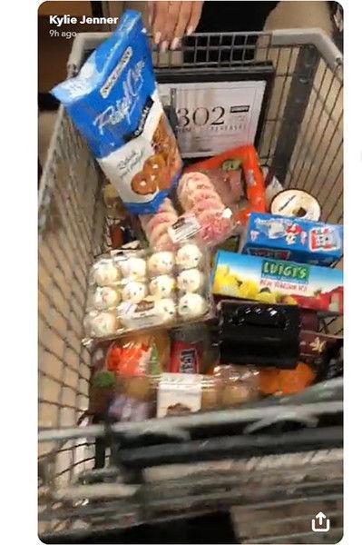 Кайли Дженнер показала свою «продуктовую корзину»