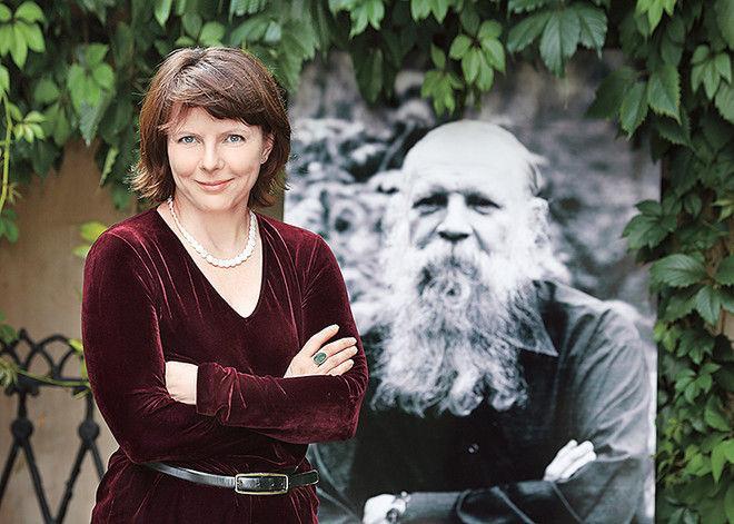 300 наследников и 2 перстня: Фекла Толстая о династии писателя