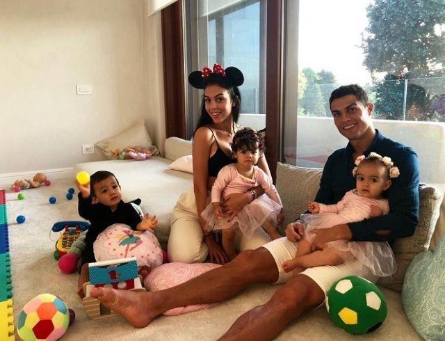 Первый годик: Криштиану Роналду отметил день рождения младшей дочери (ФОТО)
