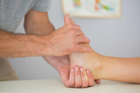 Как выполняется процедура лечения косточки на ноге?