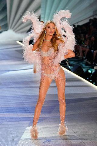 Как тесто: ангел Victoria's Secret показала дряблый живот