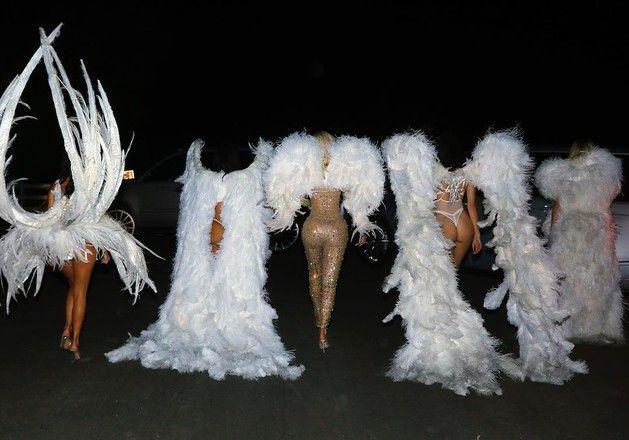 Словно ангелы: семья Кардашьян прогулялась в нижнем белье
