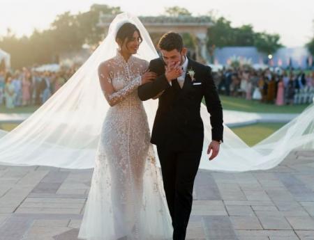 До слез: в Сеть попали трогательные кадры со свадебной церемонии Приянки Чопры и Ника Джонаса