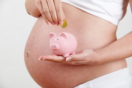 Чем помогает суррогатная мать?