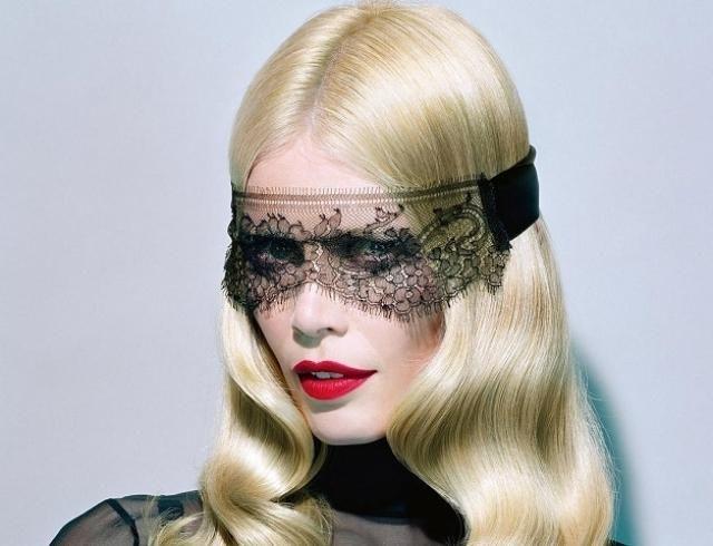 Клаудия Шиффер вместе с музами Карла Лагерфельда блеснула на обложке китайского Vogue (ФОТО)