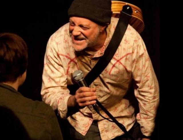 В Британии на сцене умер комик Ян Коньито — зрители приняли это за шутку