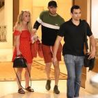 Растолстевшая и уставшая: Бритни Спирс вышла из клиники
