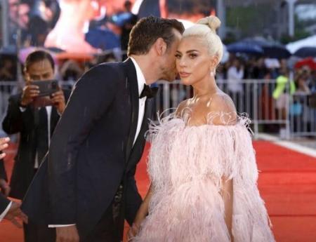 Брэдли Купер и Леди Гага снова воссоединятся на сцене