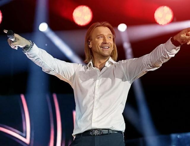 """""""Такого веса подарков еще никогда не было"""": Олег Винник получил грандиозный сюрприз от фанатов"""
