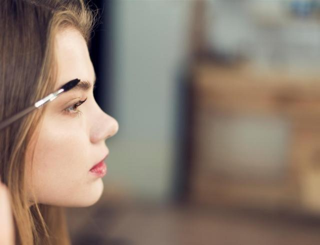 Как преобразить макияж с помощью геля для бровей
