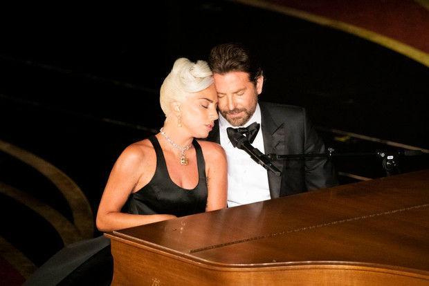 Проверка слухов: Леди Гага съехалась с Брэдли Купером