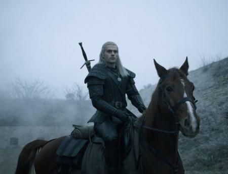 """Netflix показал первый тизер-трейлер фэнтезийного сериала """"Ведьмак"""""""