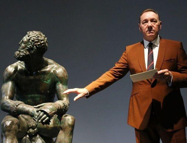 Кевин Спейси дал перформанс в римском музее