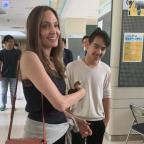 """""""Стараюсь не плакать"""": Анджелина Джоли отправила сына учиться в Южную Корею"""