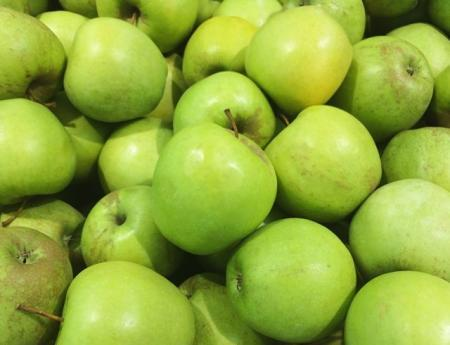 Не стоит игнорировать: кому нельзя есть яблоки