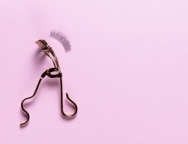 Исправим ситуацию: почему выпадают ресницы