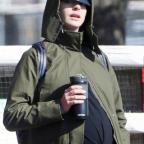 Энн Хэтэуэй решила не покупать вещи для беременных