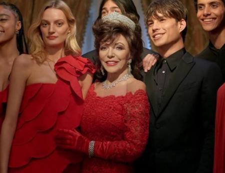 Очень атмосферно: Джоан Коллинз появилась в рождественской кампании Valentino