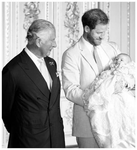 Маркл и Гарри показали первое фото с крещения Арчи