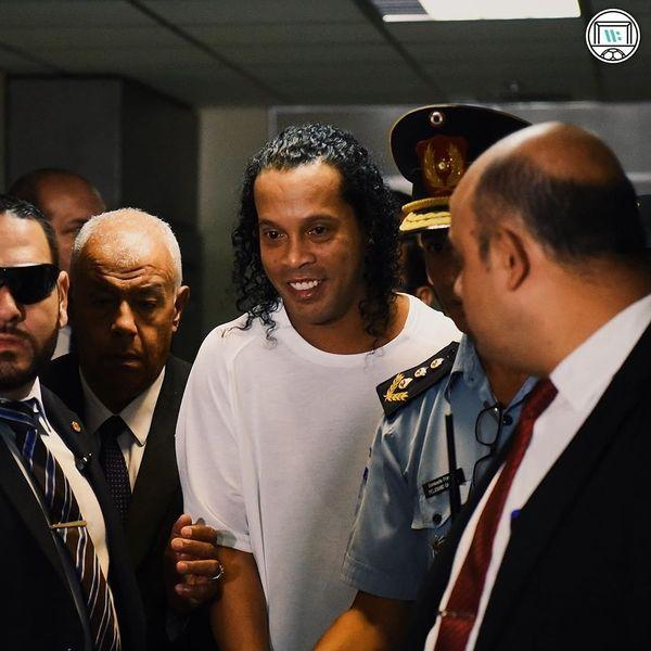 Роналдиньо вышел из тюрьмы: Лионель Месси внес крупную сумму залога