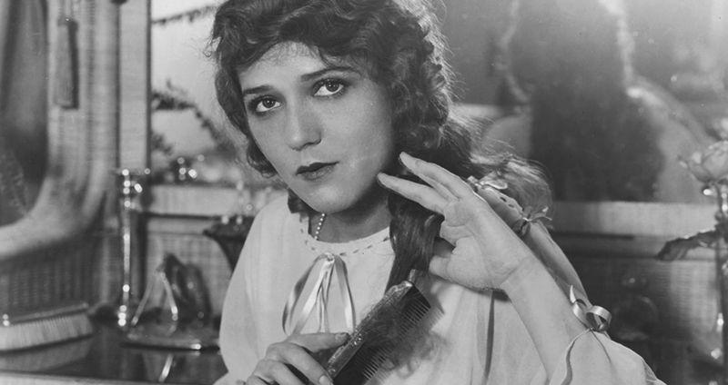 «Божественная куколка» Мэри Пикфорд: что нужно знать о легенде немого кино и главной женщине Голливуда